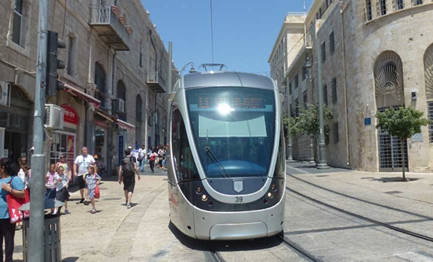 Tram puntuali in Israele grazie all'intelligenza artificiale. Boom di utenti